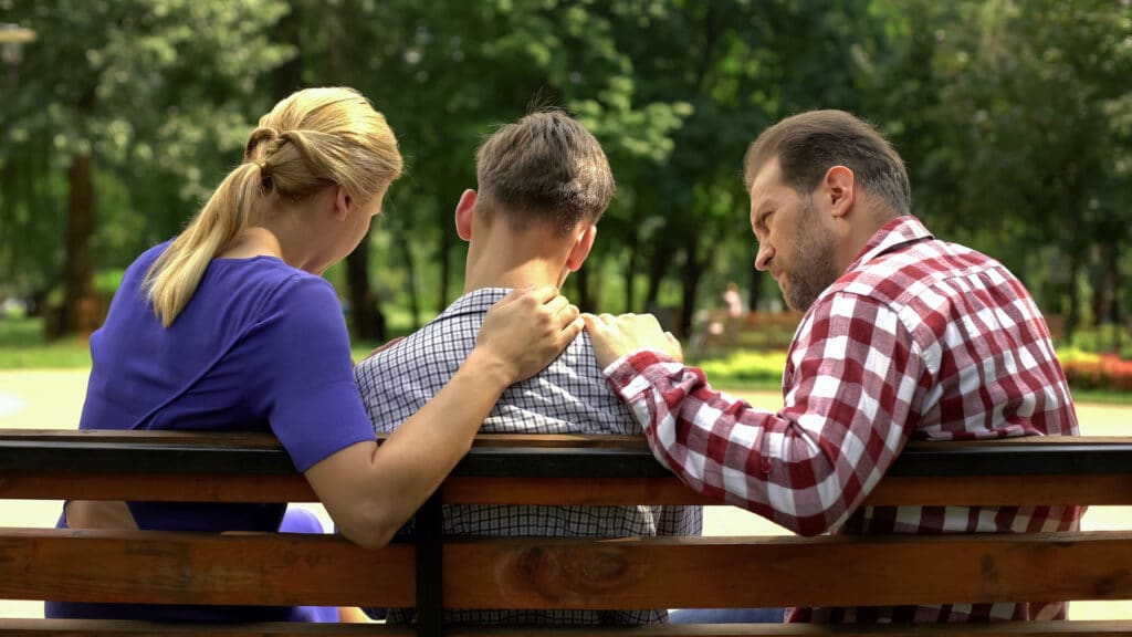 Ouders met Kind op Bankje - Persoonlijke begeleiding voor gameverslaving